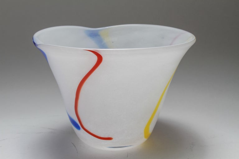 Modern Waterford Irish Handmade Art Glass Bowl In Good Condition For Sale In New York, NY
