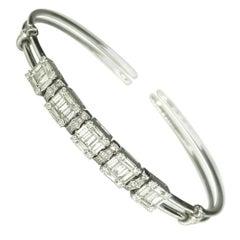 GEMOLITHOS Modern White Gold and Diamond Dancing Bracelet