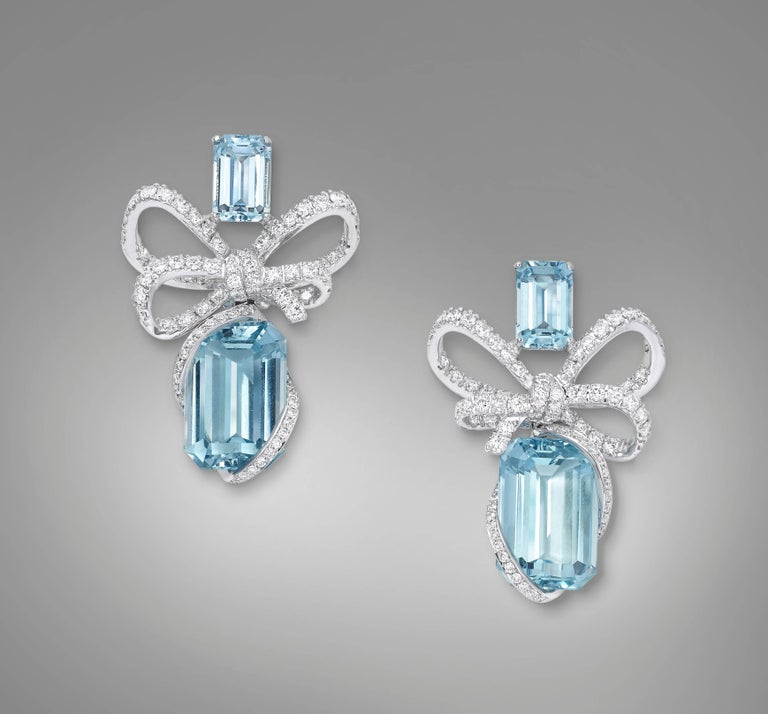 Contemporary 18K White Gold, White Diamonds and Aquamarine Necklace and Earrings