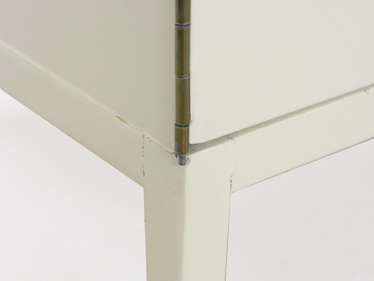 Modern White Lacquer Cabinet Credenza with Eight Drawers, circa 1980s For Sale 12