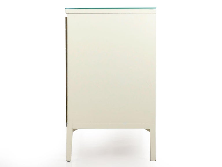 Modern White Lacquer Cabinet Credenza with Eight Drawers, circa 1980s In Good Condition For Sale In Shippensburg, PA
