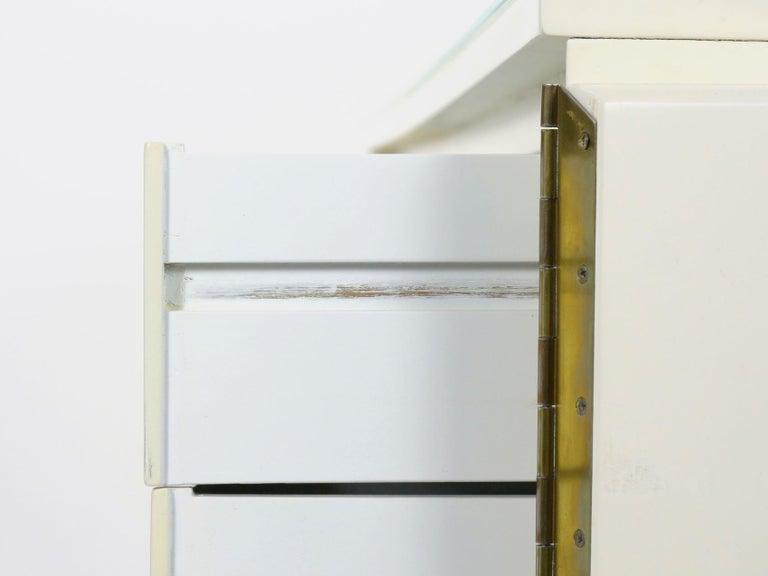 Modern White Lacquer Cabinet Credenza with Eight Drawers, circa 1980s For Sale 15