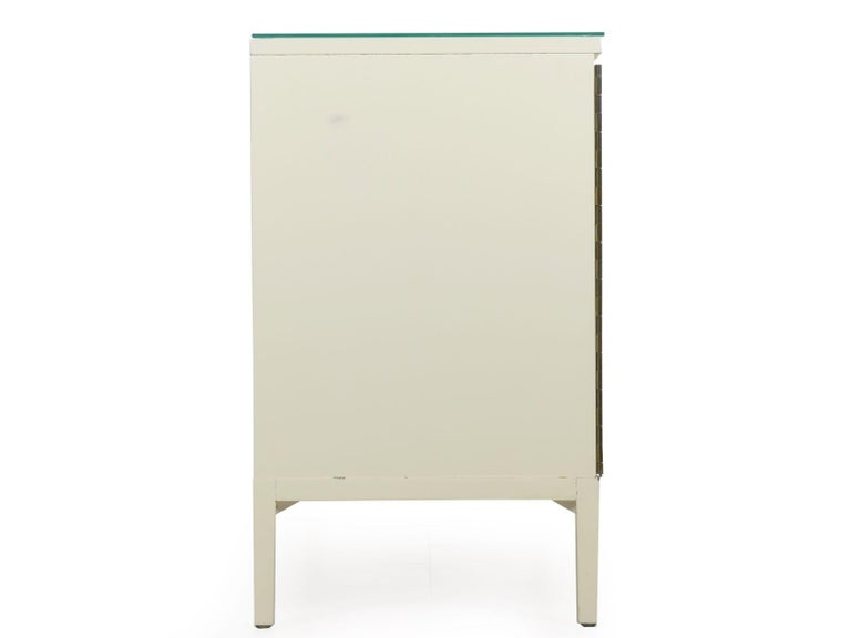Glass Modern White Lacquer Cabinet Credenza with Eight Drawers, circa 1980s For Sale