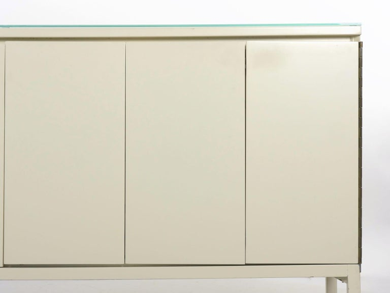 Modern White Lacquer Cabinet Credenza with Eight Drawers, circa 1980s For Sale 1