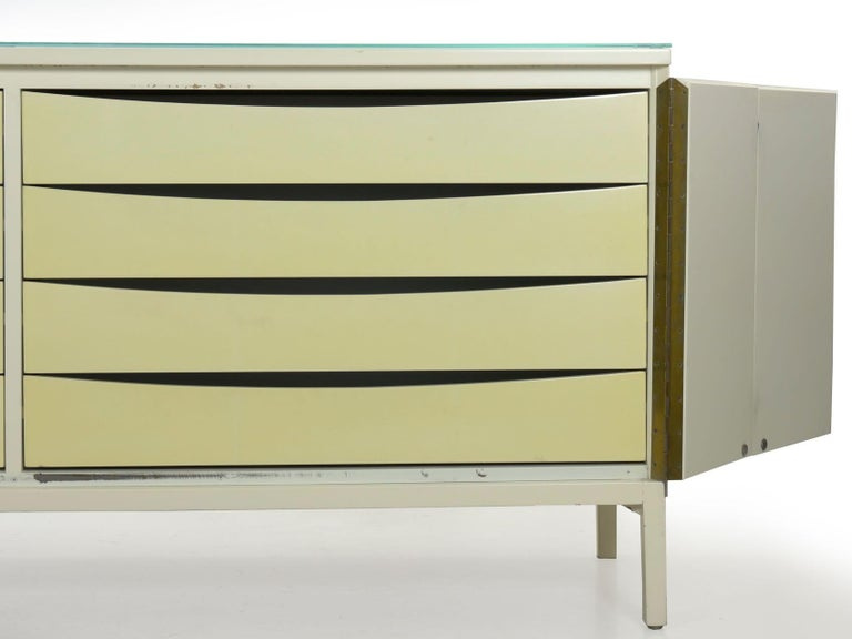 Modern White Lacquer Cabinet Credenza with Eight Drawers, circa 1980s For Sale 4