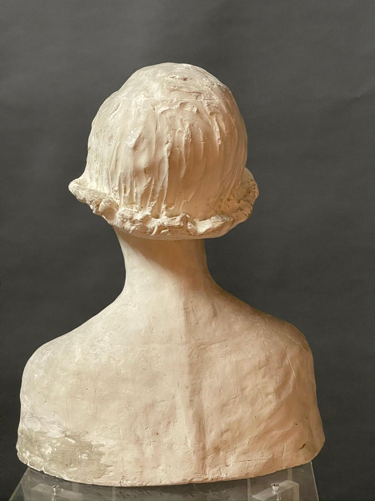Modern White Signed Plaster Italian Sculpture In Good Condition For Sale In Paris, FR