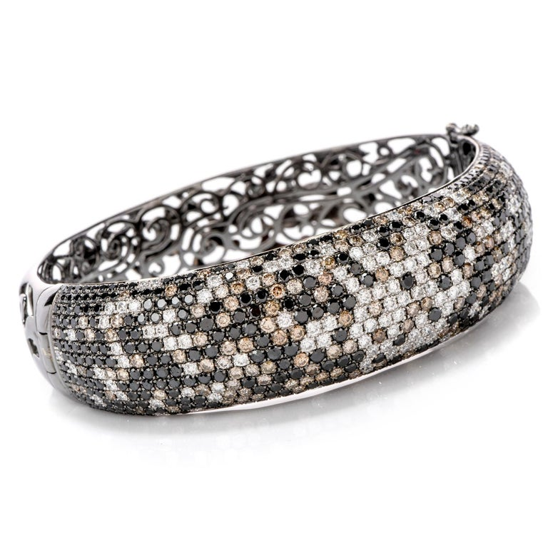 Round Cut Modern Wide Champagne and White Diamond 18 Karat Gold Hinged Bangle Bracelet For Sale