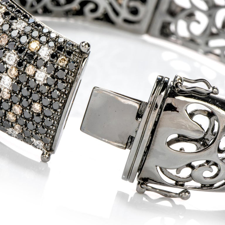 Women's or Men's Modern Wide Champagne and White Diamond 18 Karat Gold Hinged Bangle Bracelet For Sale