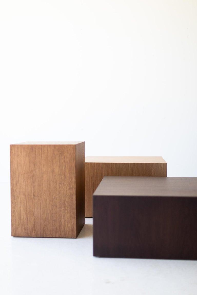 Modern Wood Side Table in Oak For Sale 1