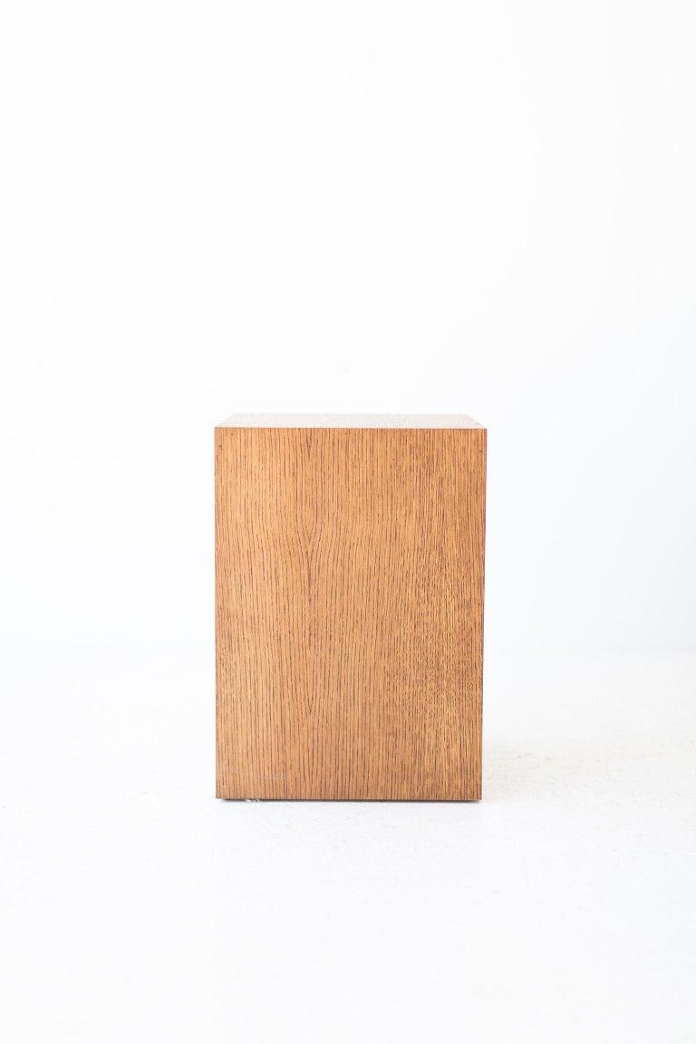 Modern Wood Side Table in Oak For Sale 2