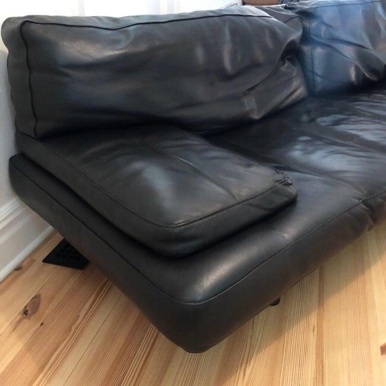Modern Zanotta Milano 240 Sofa, Black Leather, De Pas, D'urbino, Lomazzi, 1982 In Good Condition For Sale In Brooklyn, NY