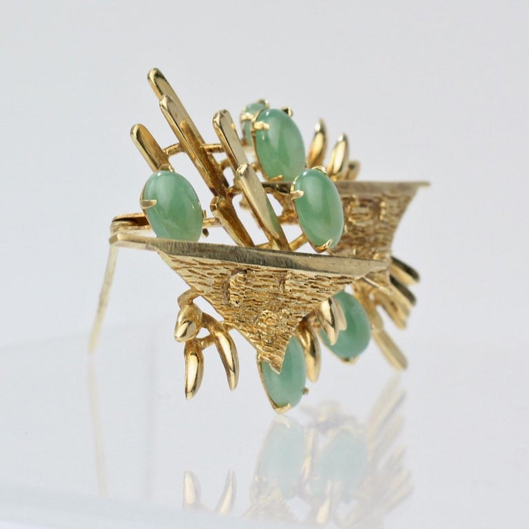 Modernist 18 Karat Gold and Jade Cabochon Brooch In Good Condition For Sale In Philadelphia, PA