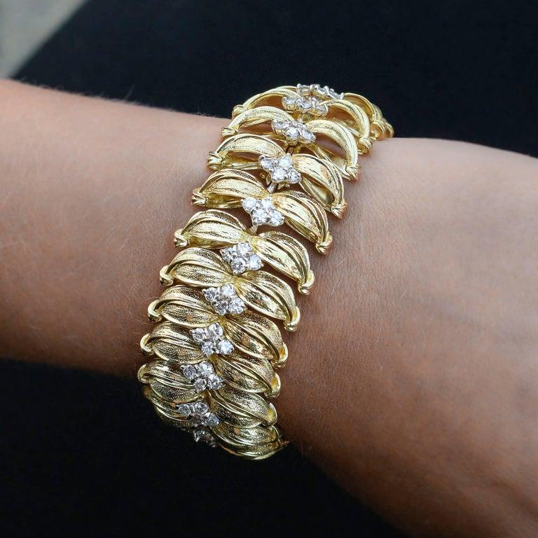 Women's Modernist 18 Karat Yellow Gold and Diamond Leaf Link Bracelet For Sale