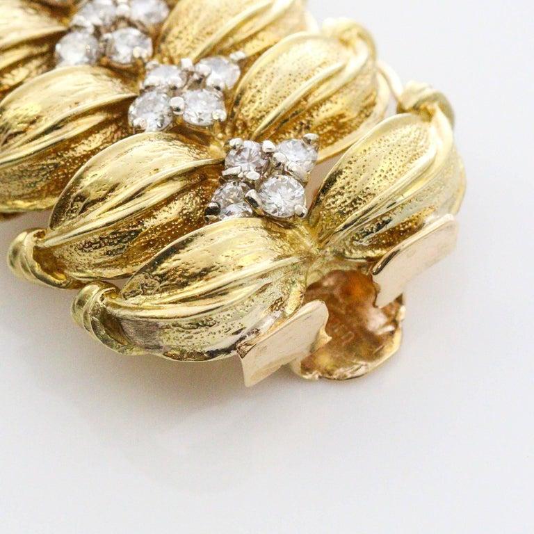 Modernist 18 Karat Yellow Gold and Diamond Leaf Link Bracelet For Sale 1
