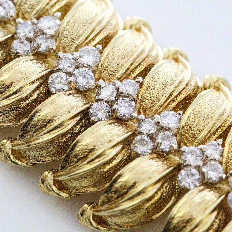 Modernist 18 Karat Yellow Gold and Diamond Leaf Link Bracelet For Sale 3