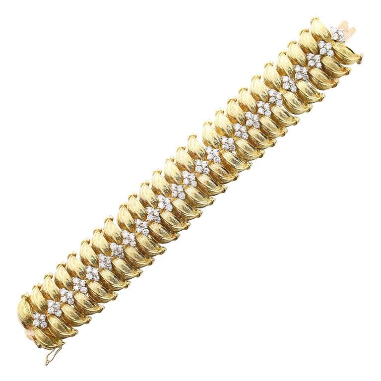 Modernist 18 Karat Yellow Gold and Diamond Leaf Link Bracelet For Sale