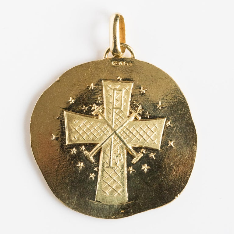 Modernist 18 Karat Yellow Gold Pendant Medal For Sale 8