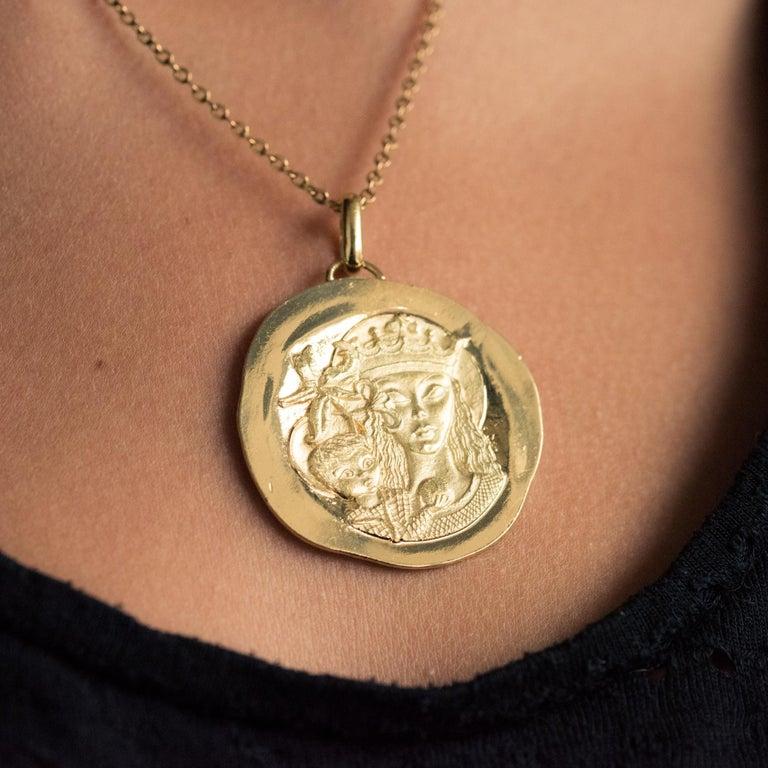 Women's or Men's Modernist 18 Karat Yellow Gold Pendant Medal For Sale