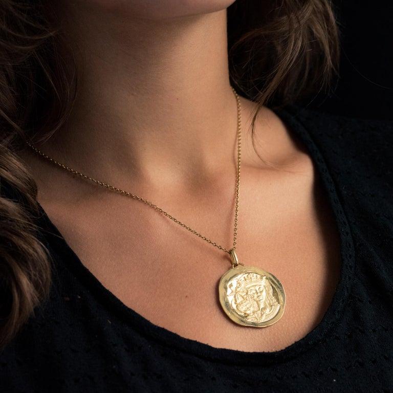 Modernist 18 Karat Yellow Gold Pendant Medal For Sale 2