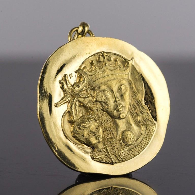 Modernist 18 Karat Yellow Gold Pendant Medal For Sale 3