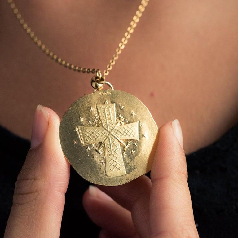 Modernist 18 Karat Yellow Gold Pendant Medal For Sale 4