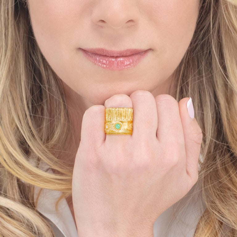 Modernist 18 Karat and 22 Karat Gold Ring In Excellent Condition For Sale In Litchfield, CT