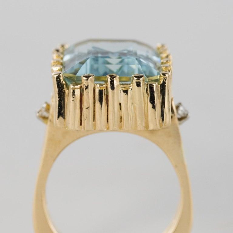 Modernist 1970s 14.20 Carat Aquamarine Diamonds Yellow Gold Ring For Sale 4