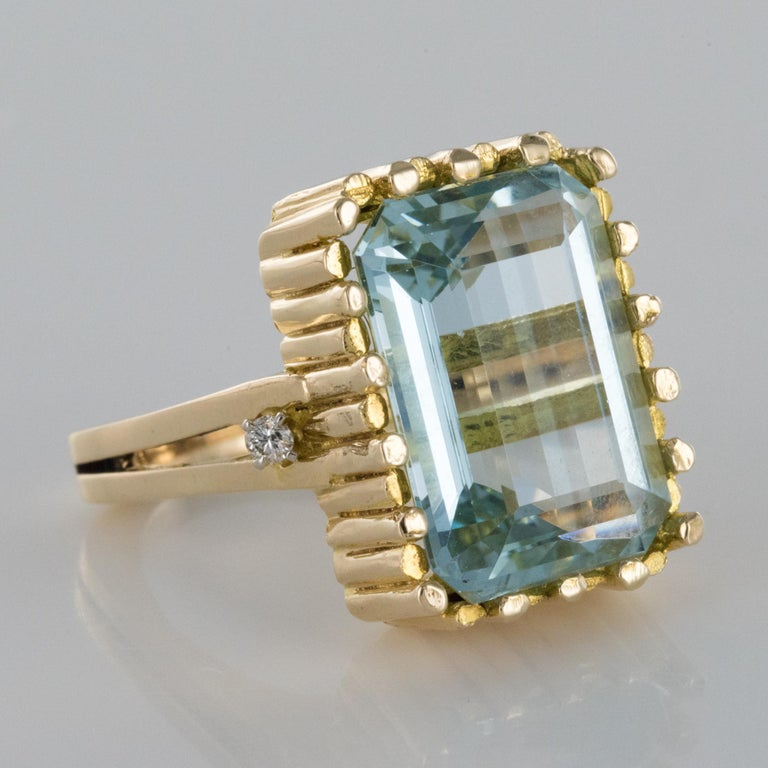 Modernist 1970s 14.20 Carat Aquamarine Diamonds Yellow Gold Ring For Sale 5