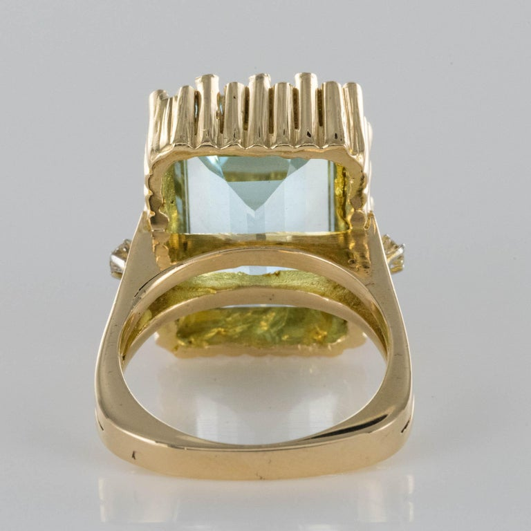 Modernist 1970s 14.20 Carat Aquamarine Diamonds Yellow Gold Ring For Sale 8