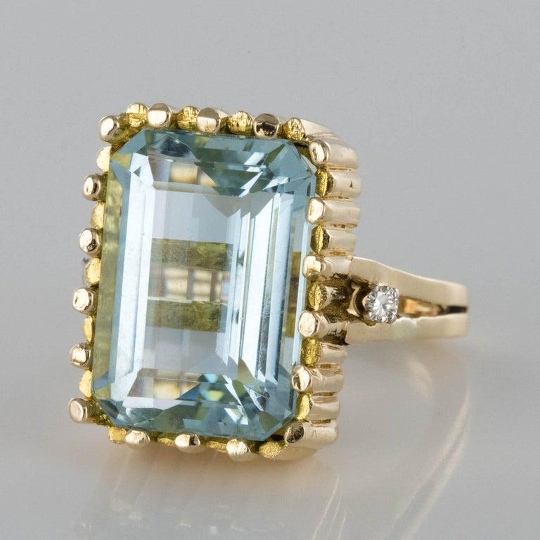 Retro Modernist 1970s 14.20 Carat Aquamarine Diamonds Yellow Gold Ring For Sale