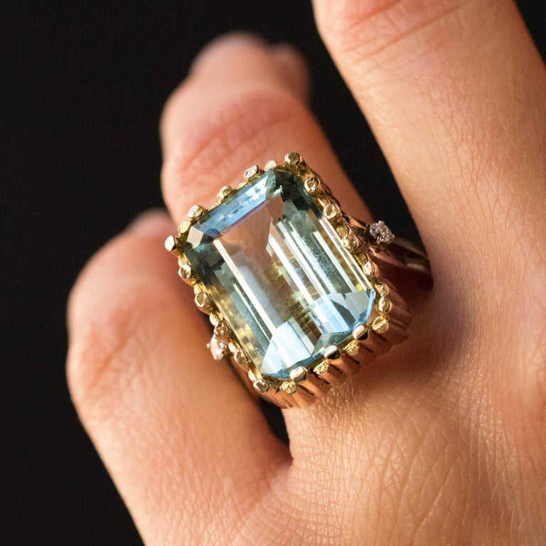 Emerald Cut Modernist 1970s 14.20 Carat Aquamarine Diamonds Yellow Gold Ring For Sale