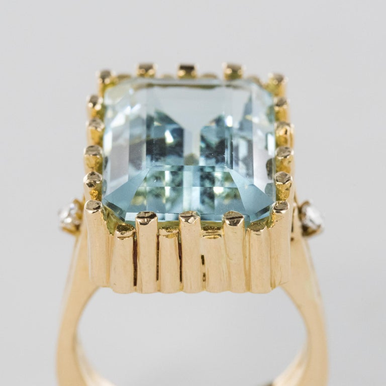 Modernist 1970s 14.20 Carat Aquamarine Diamonds Yellow Gold Ring In Good Condition For Sale In Poitiers, FR