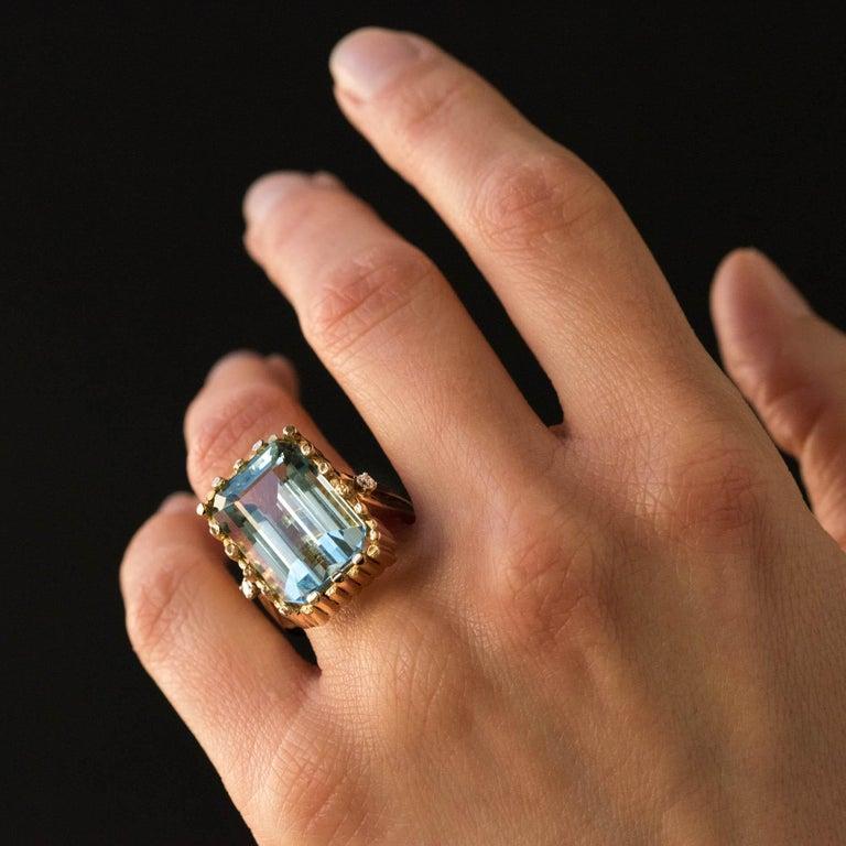 Modernist 1970s 14.20 Carat Aquamarine Diamonds Yellow Gold Ring For Sale 1