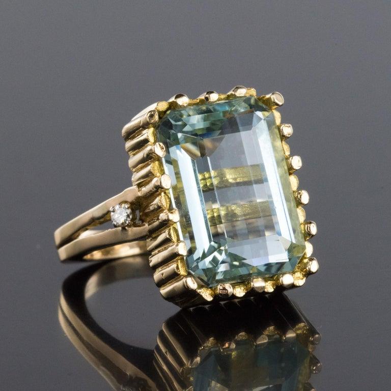Modernist 1970s 14.20 Carat Aquamarine Diamonds Yellow Gold Ring For Sale 2