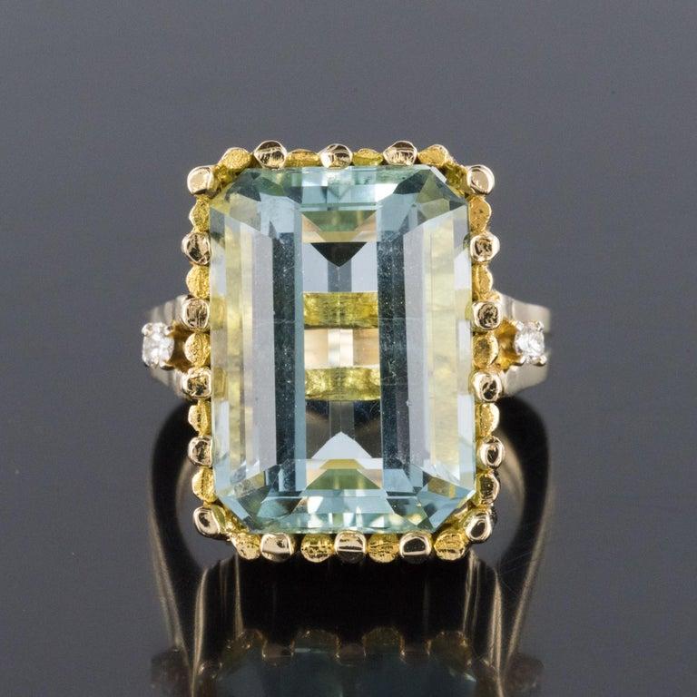 Modernist 1970s 14.20 Carat Aquamarine Diamonds Yellow Gold Ring For Sale 3