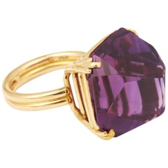 Modernist 40 Carat Sugar Loaf-Cut Amethyst 18 Carat Yellow Gold Cocktail Ring