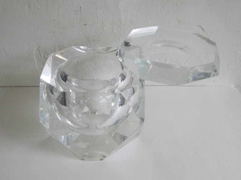 Modernist Alessandro Albrizzi Italian Faceted Lucite Bar Ice Bucket, circa 1970 For Sale 10