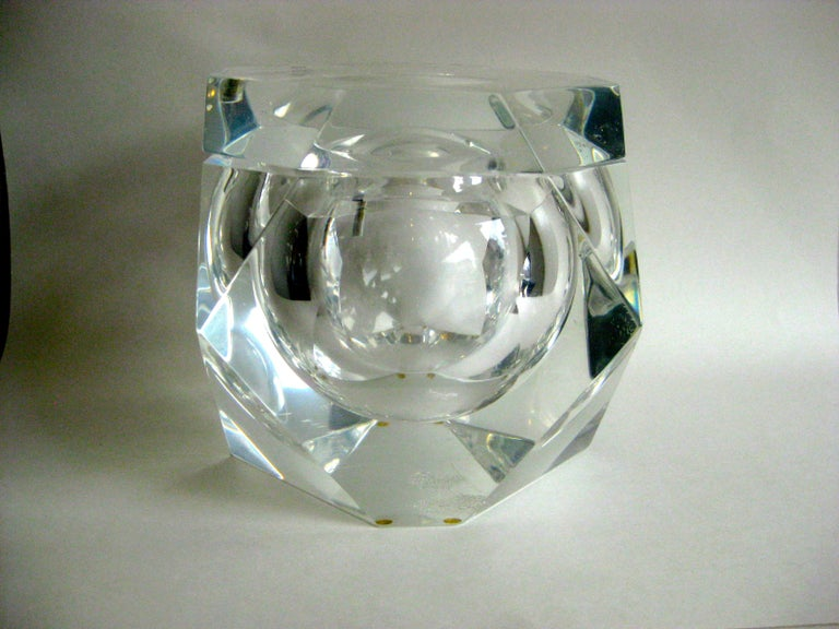 20th Century Modernist Alessandro Albrizzi Italian Faceted Lucite Bar Ice Bucket, circa 1970 For Sale