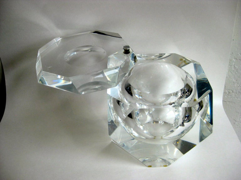 Modernist Alessandro Albrizzi Italian Faceted Lucite Bar Ice Bucket, circa 1970 For Sale 2