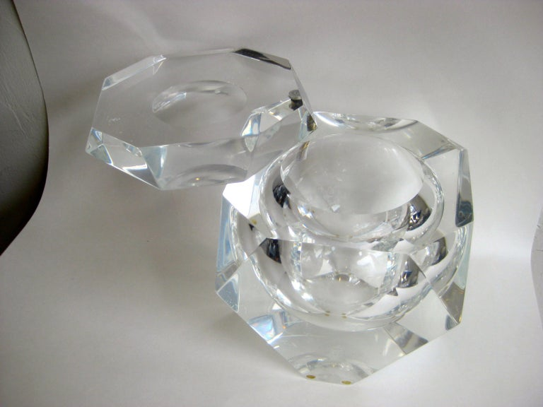 Modernist Alessandro Albrizzi Italian Faceted Lucite Bar Ice Bucket, circa 1970 For Sale 4