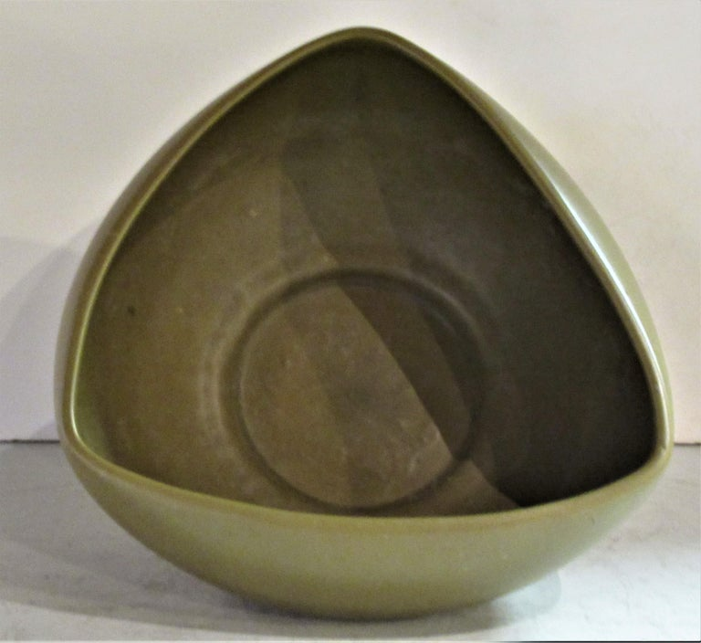 Modernist Architectural Pottery Planter by John Follis In Excellent Condition In Rochester, NY