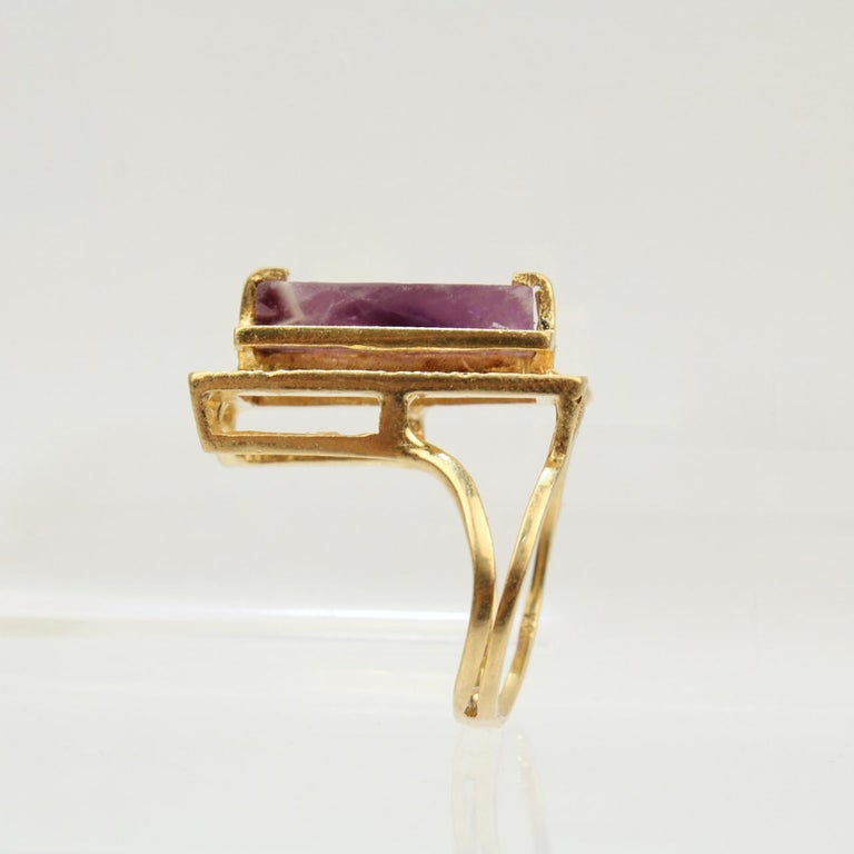 Modernist Asymmetrical 18k Gold and Rough Cut Amethyst Gemstone Cocktail Ring In Good Condition For Sale In Philadelphia, PA
