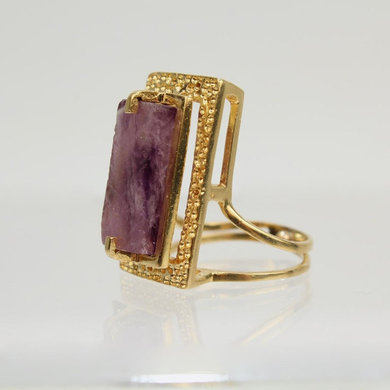 Modernist Asymmetrical 18k Gold and Rough Cut Amethyst Gemstone Cocktail Ring For Sale 2