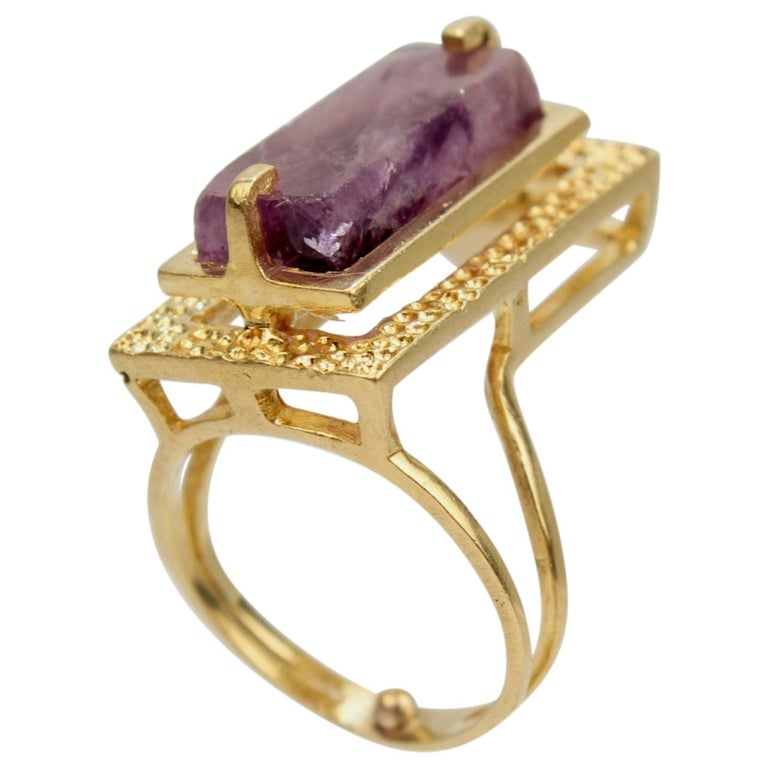 Modernist Asymmetrical 18k Gold and Rough Cut Amethyst Gemstone Cocktail Ring For Sale