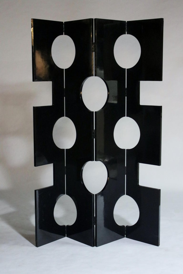 Modernist Black Lacquered Wood Room Divider In Good Condition For Sale In Chicago, IL