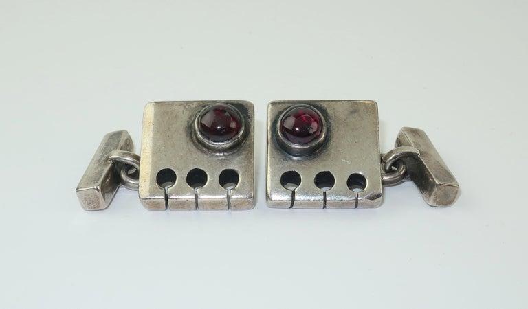 Modernist C.1950 Sam Kramer Sterling Silver & Garnet Cufflinks In Good Condition For Sale In Atlanta, GA
