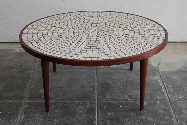 Modernist Ceramic Tile-Top Gordon & Jane Martz Walnut Round Coffee Table In Excellent Condition For Sale In San Diego, CA