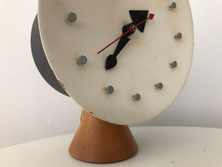 Modernist Desk Table Clock by George Nelson and Irving Harper for Howard Miller For Sale 4