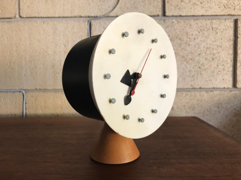 Rare working and nice example of an original George Nelson desk clock, model 4762, designed in 1951. Original condition; motor and cord. Replacement red second hand. The clock works well. Some paint loss. 