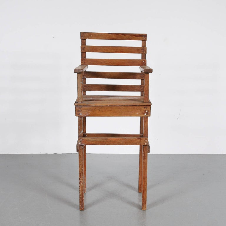 Mid-20th Century Modernist Dutch Children Chair in the Style of Gerrit Rietveld, circa 1950 For Sale